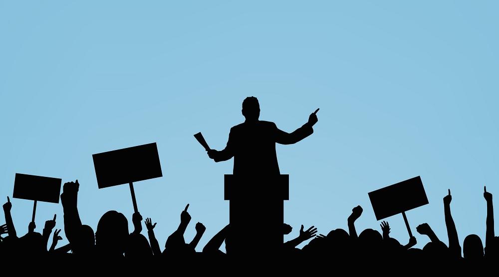 از سیاستمداران، بازیگر نسازیم